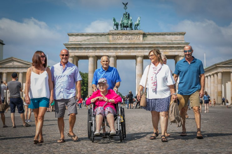 Berlin city tour with family in front of Brandenburg Gate