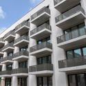 Vergrößerung: Schlüsselübergabe im Havelländer Ring - Fassade mit Balkonen