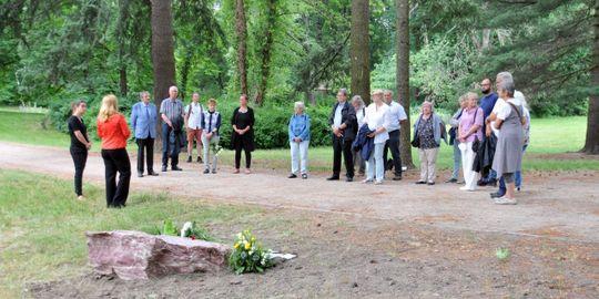 Enthüllung des Gedenksteins im Biesdorfer Schlosspark - Ansprache an Landrätin Juliane Witt