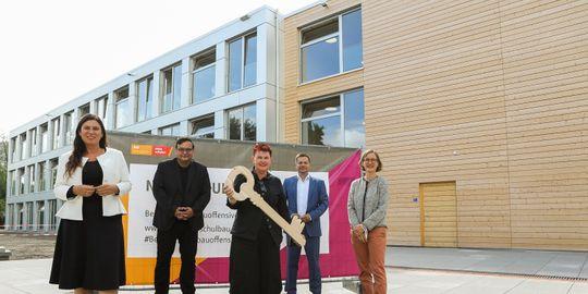 Sandra Scheeres, Michael Grunst, Marielle Rosemeyer, Martin Schaefer und Wenke Christoph bei der Eröffnung des Holz-MEB