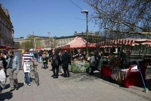 Flohmarkt an der Museumsinsel in Berlin Mitte
