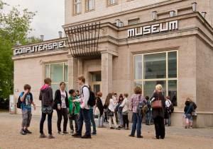 Bild Computerspiele Museum Besucher