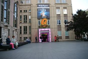 Bild-Eingang-Quatsch-Comedy-Club-Berlin-001