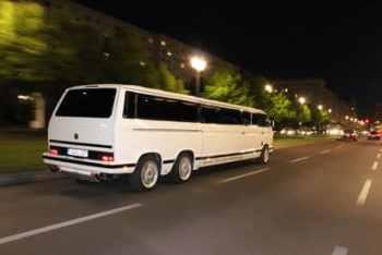 klein Bild T3 VW Bus Strechlimousine Berlin