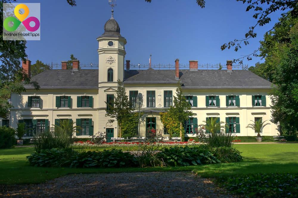 Park Rueckseite Schloss Britz