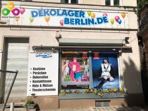Kostüme Partyzubehör im Dekolager Berlin Schöneberg