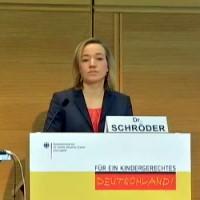 Bundesfamilienministerin Kristina Schröder: Nett vom Blatt gelesen