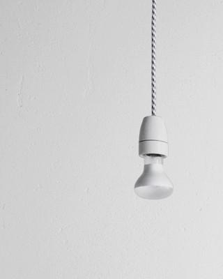 Wohnen in der Platte: Lampe (Foto: Angela Kovás)