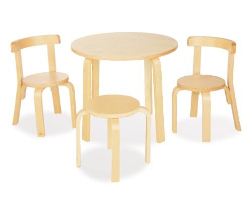 """Alvar Aalto im Kinderzimmer: Kindertisch """"René"""", Hocker und Stühle von Pinolino (© Pinolino)"""
