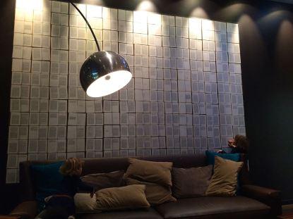 Wie im Wohnzimmer: Die One Lounge im Motel One