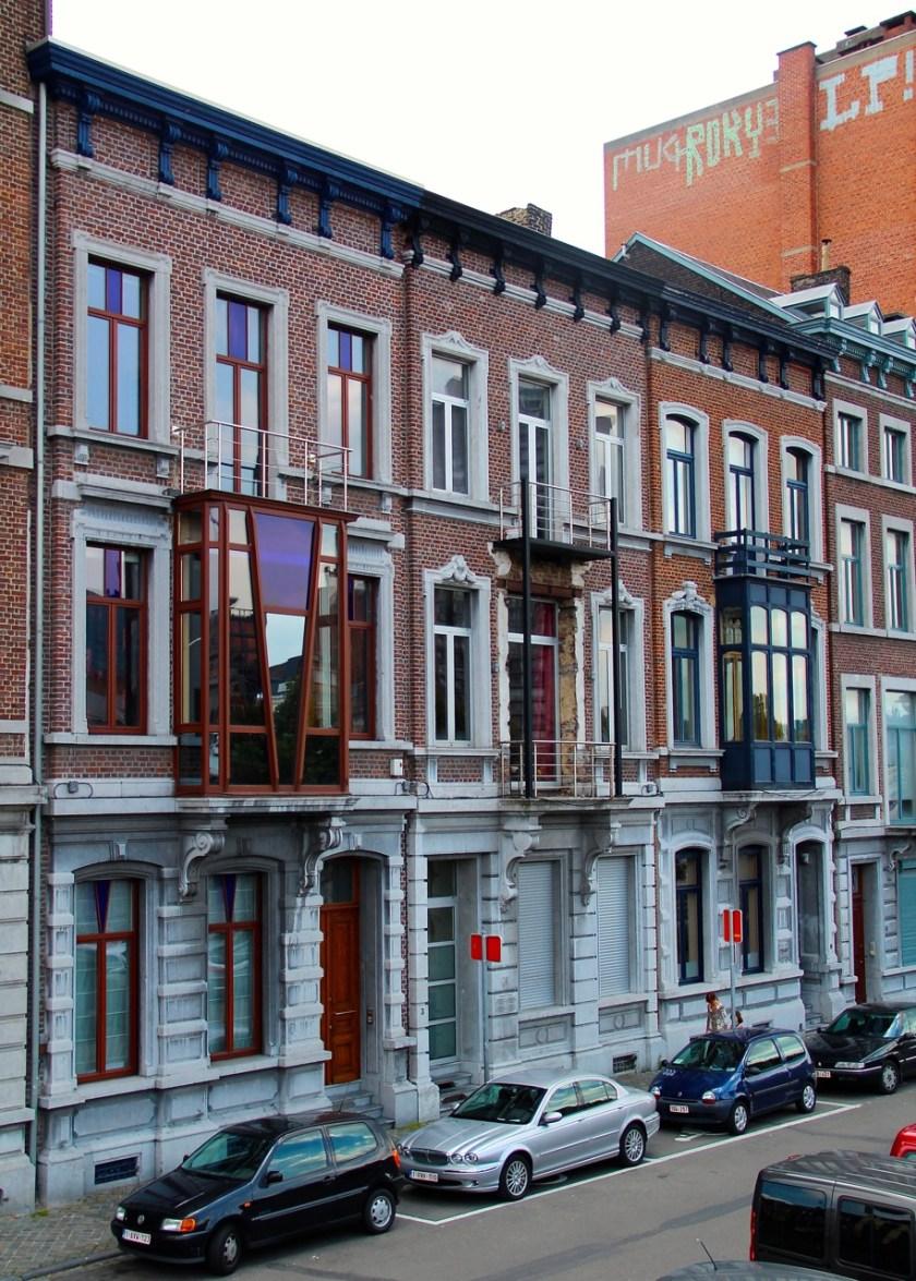 Immer wieder schöne Details, wie zum Beispiel verschiedene Balkone am Haus.