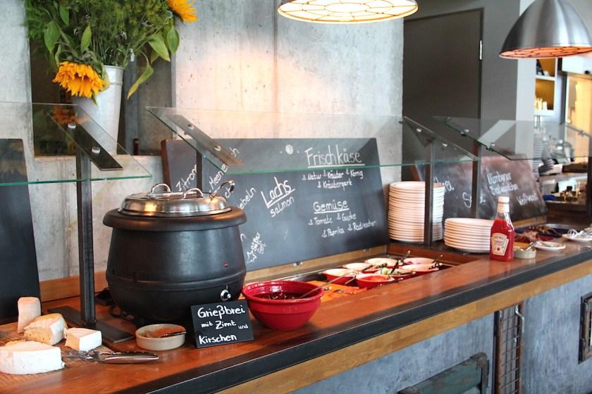 Ein Highlight im 25hours Hotel Hamburg Hafencity ist das Frühstücksbuffet