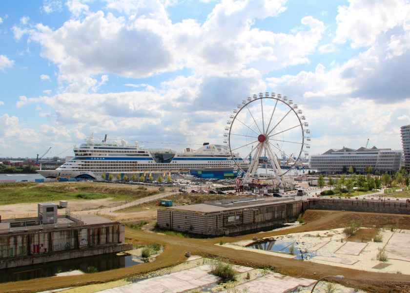 Ausblick aus dem Zimmer des Hotels 25hours Hamburg Hafencity