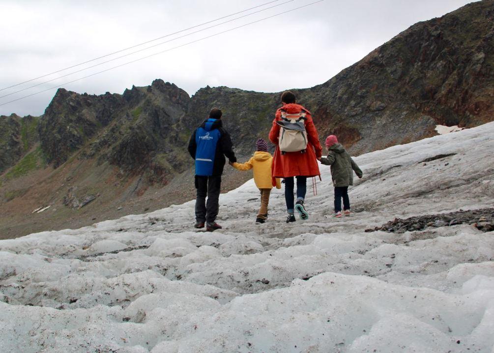 Ein Sommertag auf dem Kaunervaler Gletscher mit dem Bergführer.