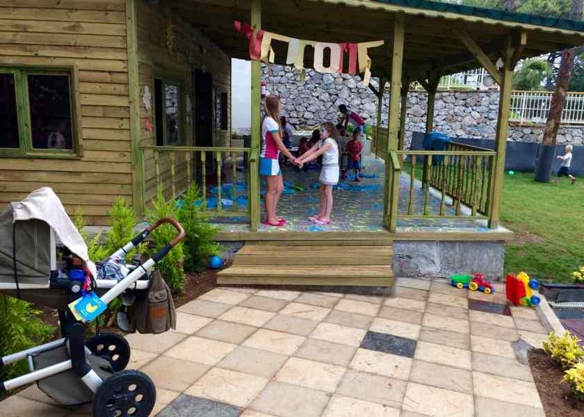 Der Kinderclub liegt direkt neben dem Kinderpool, ist mit dem Kinderwagen aber gar nicht so einfach zu erreichen.