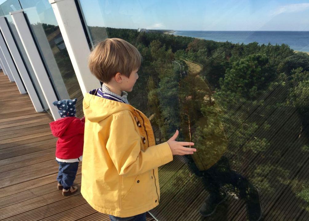 Der beste Blick auf den Ostseestrand von der Dachterrasse des Hotels