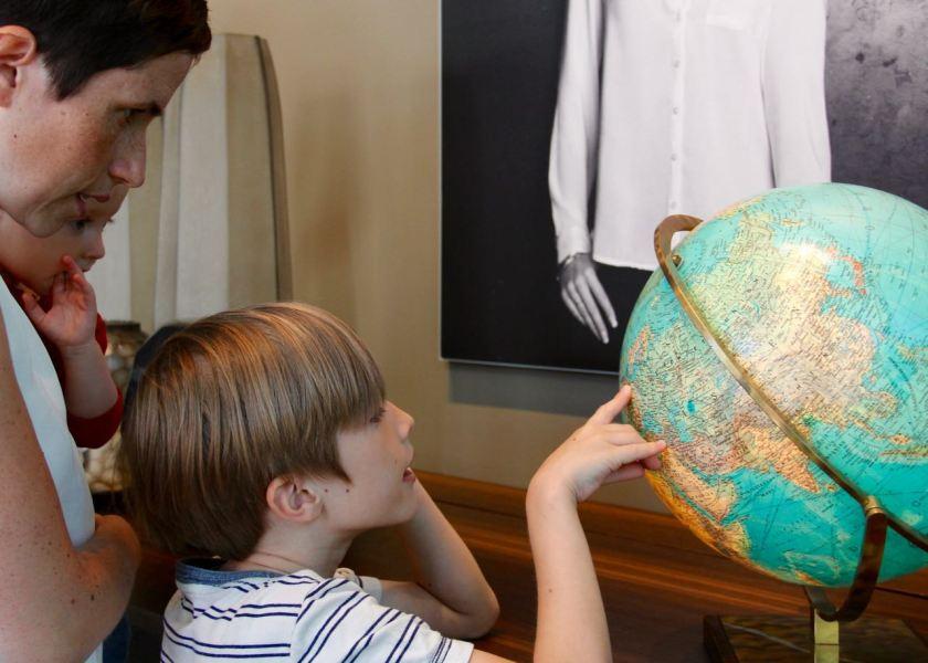 Reisetipps mit Kindern gesucht? Sohnemann plant schon mal die weitere Reiseroute.