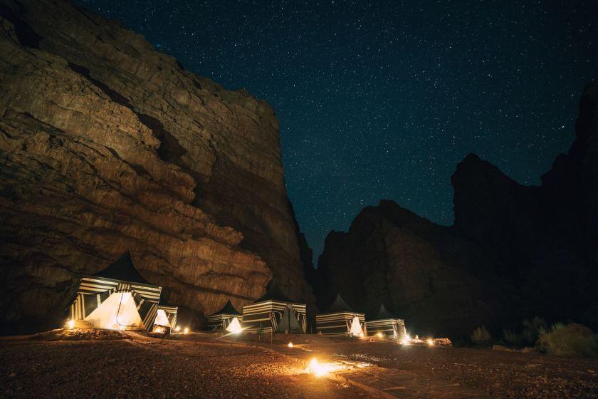 Wadi Rum, Beduinen-Zeltcamp bei Nacht. Sternenhimmel im Wadi Rum, Wüste in Jordanien. Jordanien mit Kindern: Tipps und Reiseinspirationen findest du auf www.berlinfreckles.de