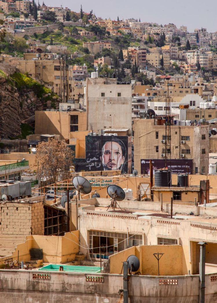 Immer wieder in Jordaniens Hauptstadt Amman zusehen sind großartige Wandgemälde. Jordanien: Highlights und Impressionen von einer Rundreise mit Schulkind. Mehr dazu auf www.berlinfreckles.de