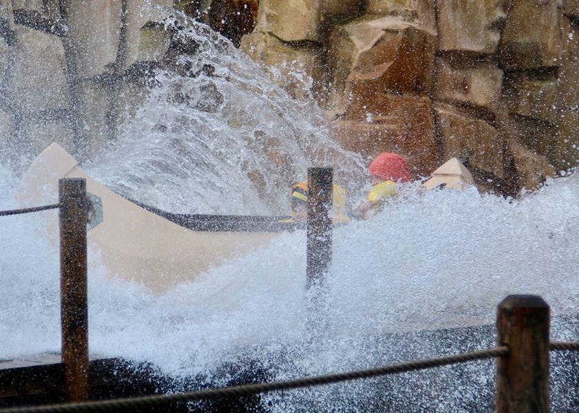 LEGOLAND Billund Resort zur Saisoneröffnung: So spritzt die Wildwasserbahn LEGO Canoe