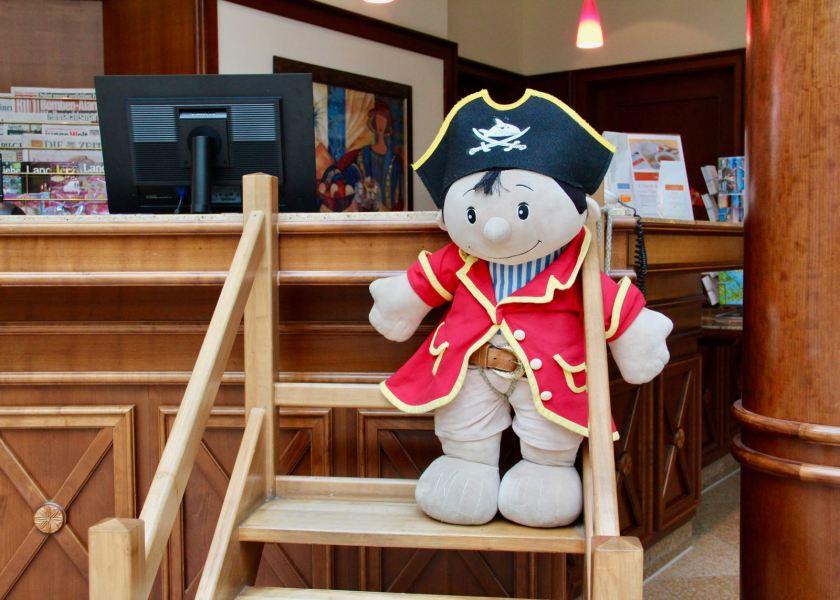 Travel Charme Strandhotel Bansin: Capt'n Sharky ist immer mit dabei