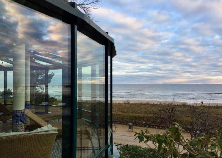 Travel Charme Strandhotel Bansin: Der Poolbereich mit dem besten Blick auf den Strand
