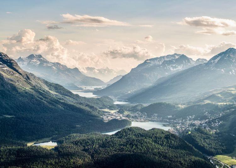 Schweiz mit Kindern: Ideen für den Familienurlaub in Graubünden, Aussicht auf die Oberengadin Seen, Foto: Graubünden Ferien/Andrea Badrutt