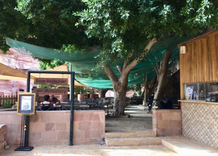 Jordanien: Petra mit Kindern erleben. Mittagspause im Basin Restaurant