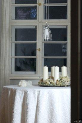 Blick ins Zimmer auf meine Adventsdeko in weiß