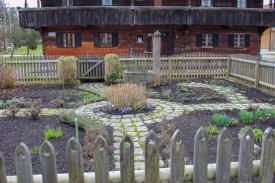 Typischer Bauerngarten vor dem Blaahaus in Kiefersfelden. Die bäuerlichen Gartentradition gilt es zu wahren