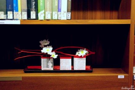 Aus Tetrapaks gebastelte Gefäße. Renate Murawski hat sie mit japanischer Zeitung beklebt