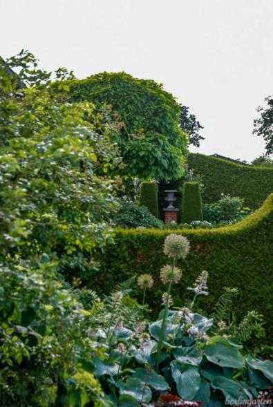 Ein Garten wirkt größer und lässt sich viel einfacher gestalten, wenn er in Räume unterteilt wird