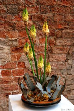 Fackellilien aus Metallschrott