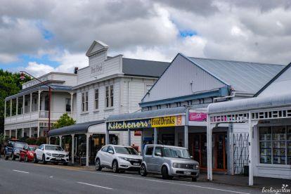 Martinsborough ist Zentrum des Weinbaus im Südosten der Nordinsel. Dieses Foto ist typisch für die meisten Orte mit ihrer einen langen Hauptstraße