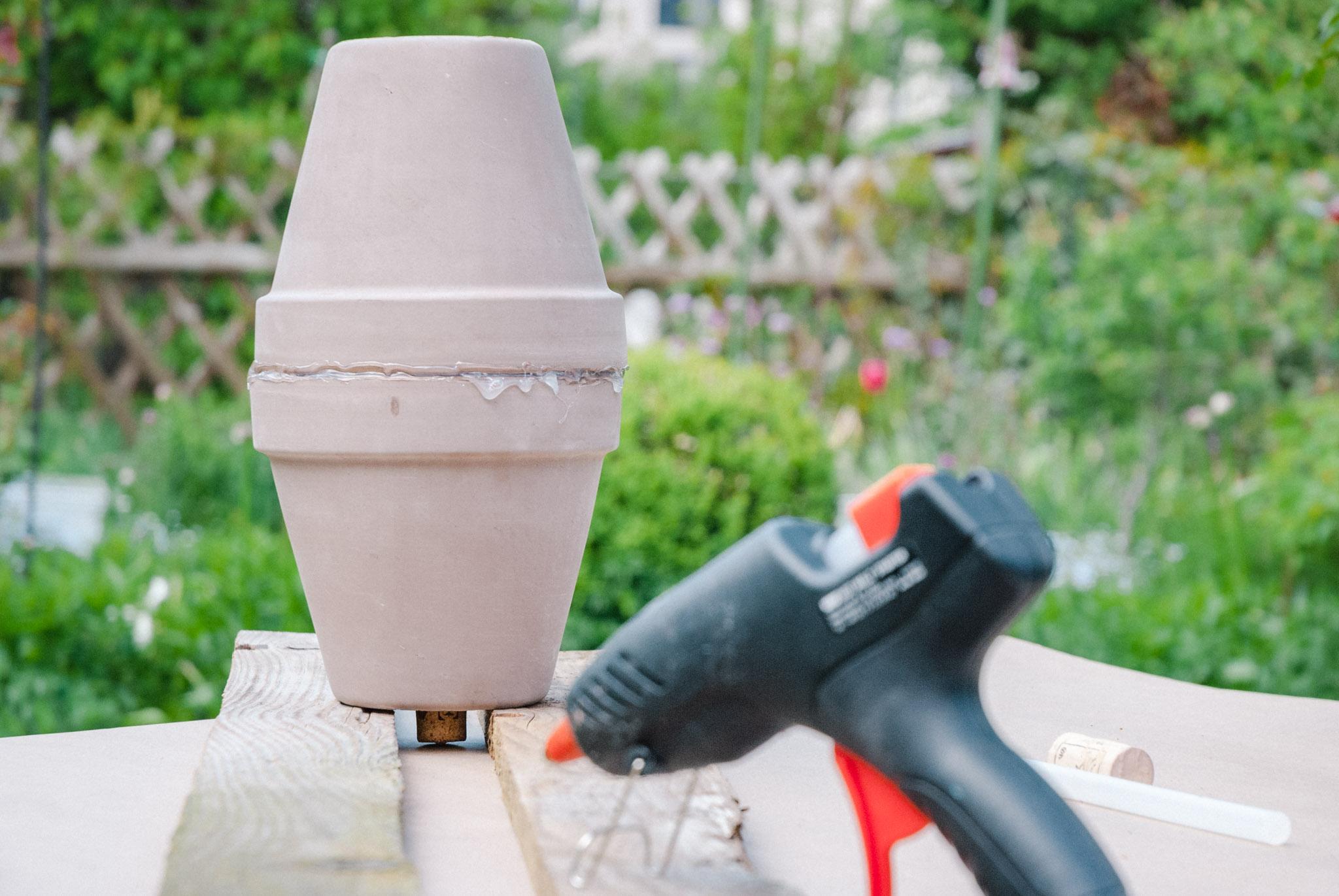Ollas selber machen: Beetbewässerung mit Tontöpfen