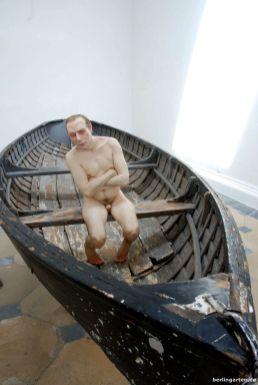 Plastik Man in a Boat von Ron Mueck