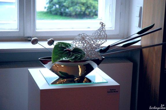 Modern wirkt dagegen dieses Moribana von Sabine Dahlke-Mues mit Chili und Knoblauch