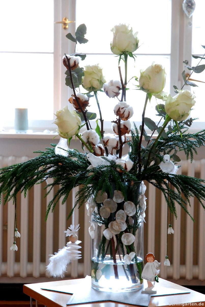 Weihnachtsstrauß in weiß - auch ein Tribut an die Ereignisse von Berlin