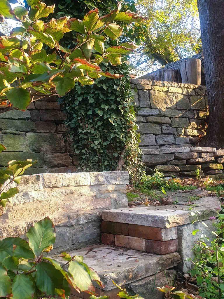 Treppen zum Waldgarten