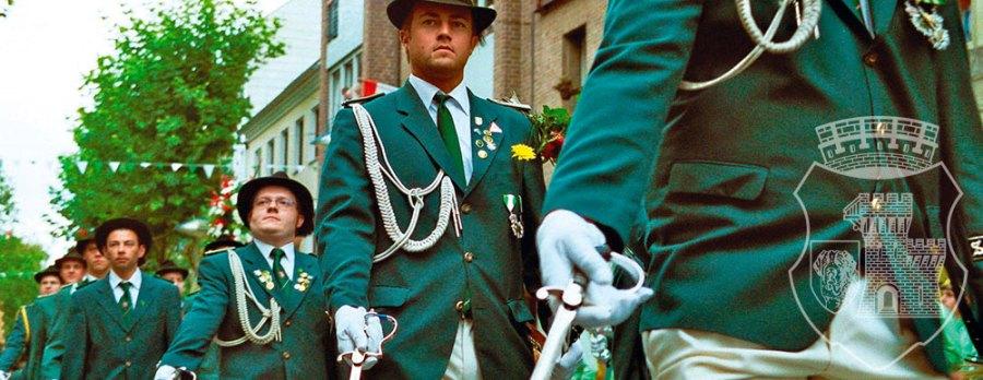 Unnachahmlich: Die Bernardus-Parade vom grevenbroicher Schützenfest 2007.