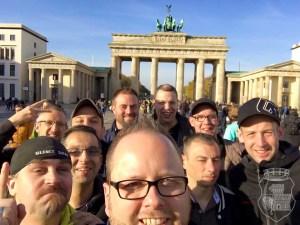 Welches Motiv könnte sich als Kulisse für das obligatorische Gruppenselfie besser eignen als das Brandenburger Tor?