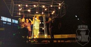 Nächtliches Stilleben vom Fackelbau 1999 in den Buckau-Hallen.
