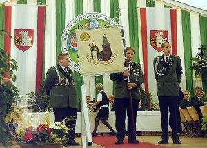 Vorstellung der Standarte am Kirmessonntag 2001.