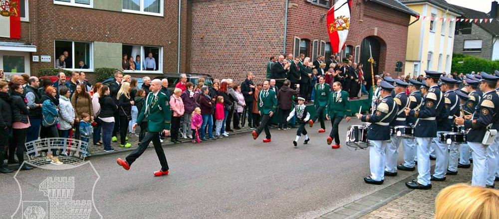 Edelknaben-Ehrengarde in Klompen