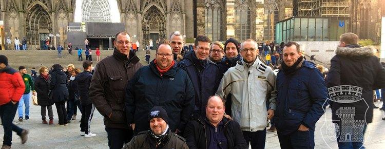 Die Aktiven bei der Weihnachtstour 2017 vor dem Kölner Dom.