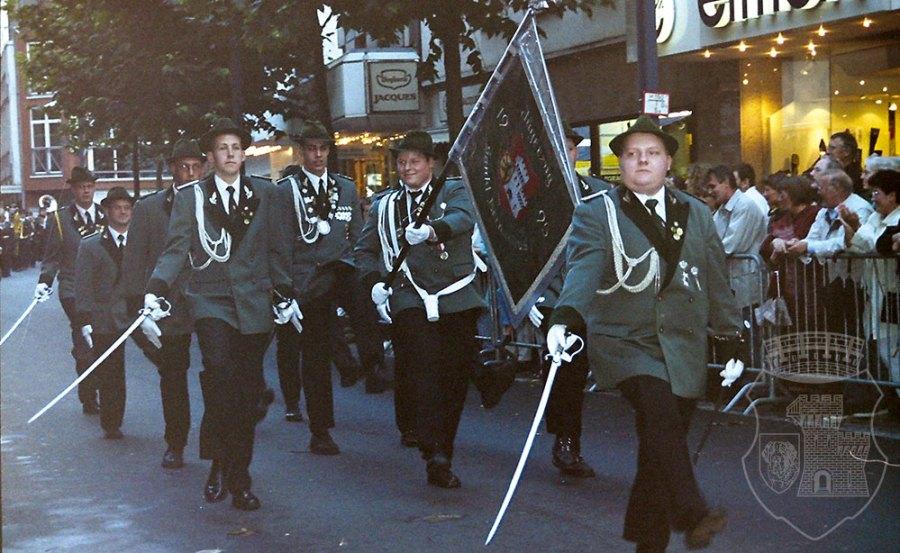 Akkurater Stechschritt bei der Parade geht anders. Aber dienstags ist (fast) alles erlaubt. Wenn der Spieß es sagt.
