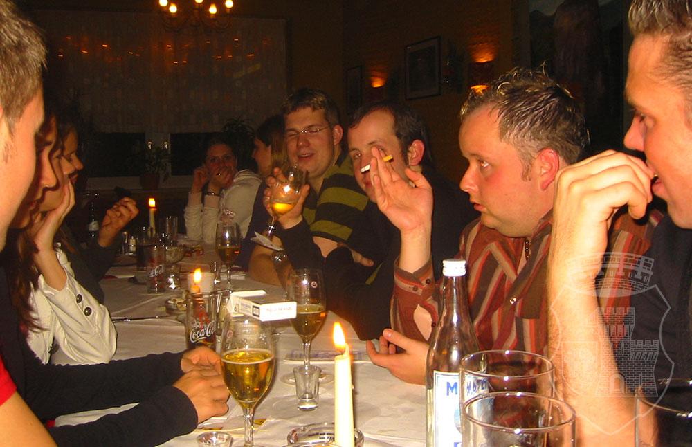"""Bernardus-Tisch bei der Weihnachtsfeier 2005 im """"Delphi""""."""