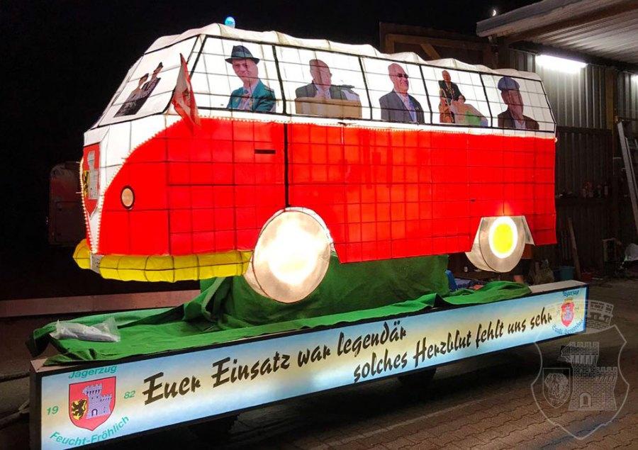 Der fertig beklebte und bemalte Legendenbus in voller Pracht.