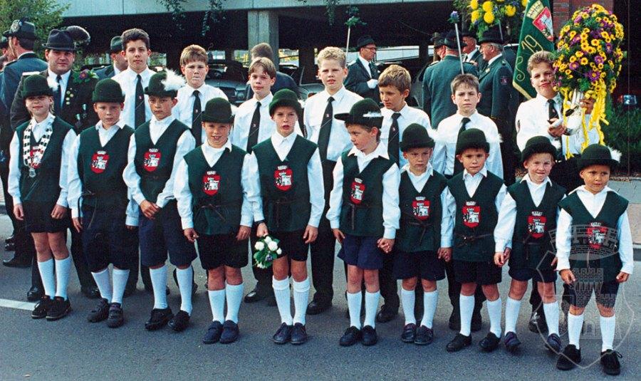 Die Edelknaben im Jahr 1992 mit Edelknabenkönig Jan Wosnitza und den späteren Gründungsmitgliedern.