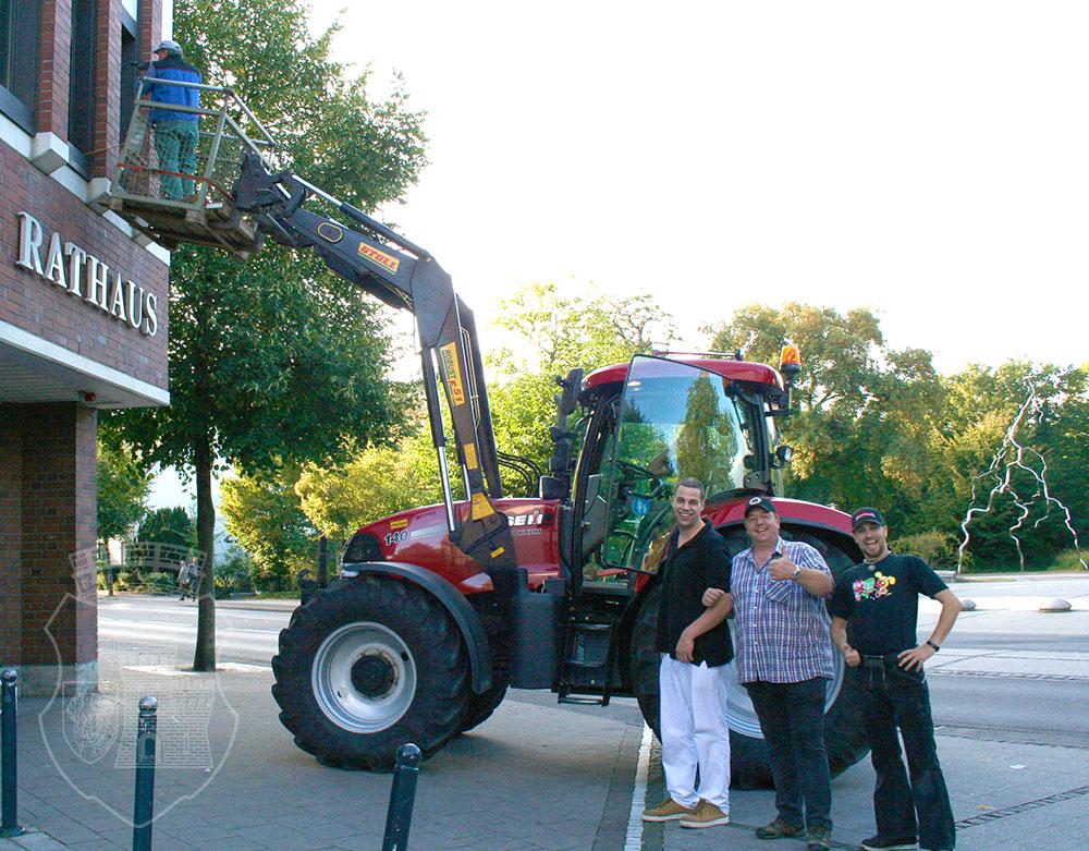 Bei der Fortsetzung der Fahnenaktion blieb dieses Jahr auch das Rathaus nicht verschont.